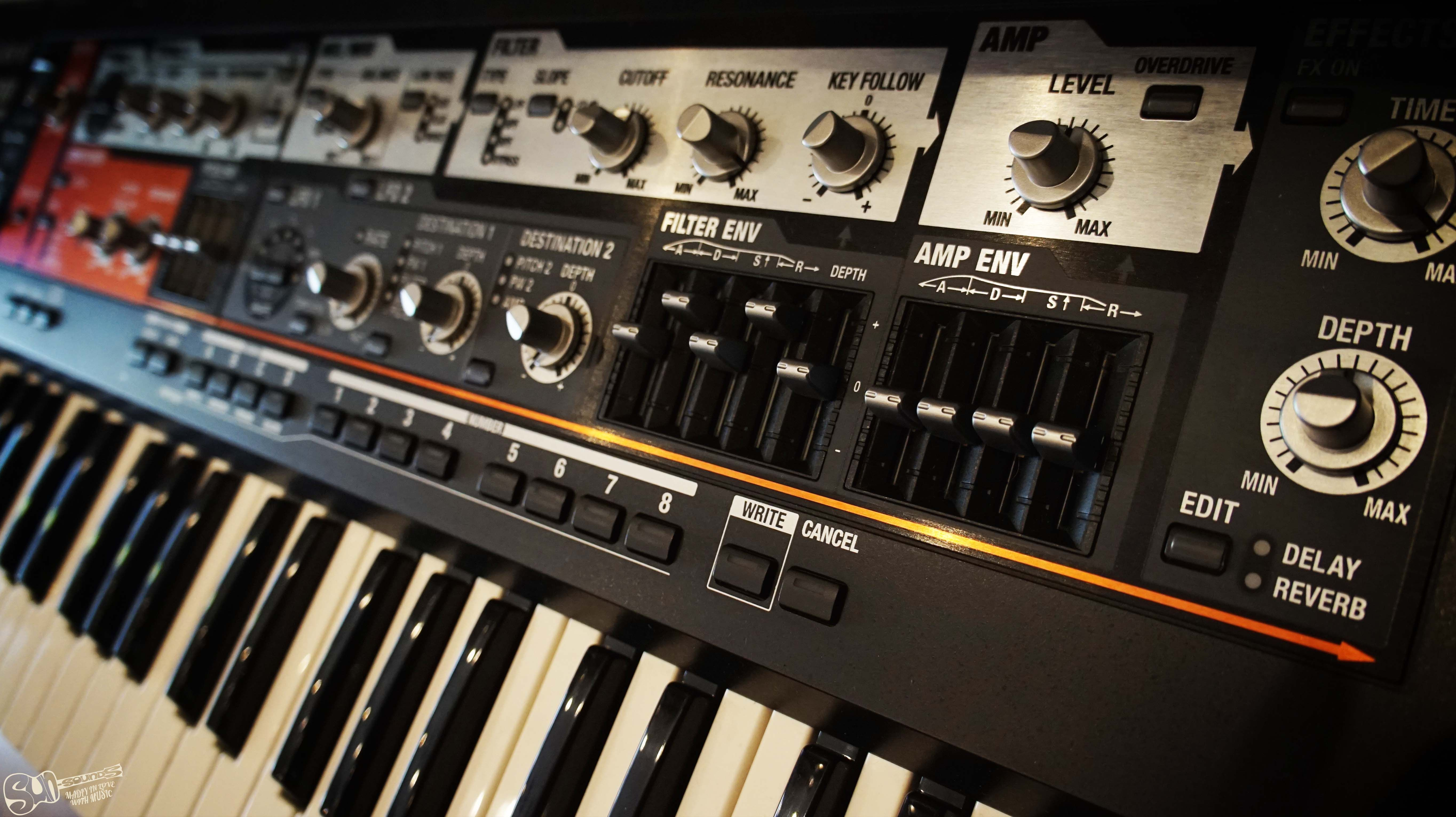 Roland SH-201 Synthesizer | Sun-Sounds - Madly in Love with