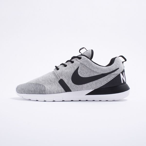 95b4b1362631 Nike Rosherun NM W SP - Nike Sportswear White Label proudly brings to you  the all new Nike Roshe Run. The beautifully reworked silhouette features a  Nike ...
