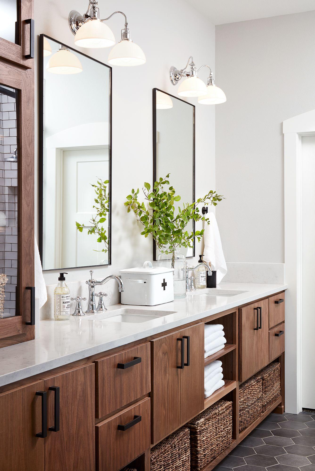 Episode 14 Season 5 Hgtv S Fixer Upper Chip Jo Gaines Simple Bathroom Master Bathroom Renovation Bathroom Interior