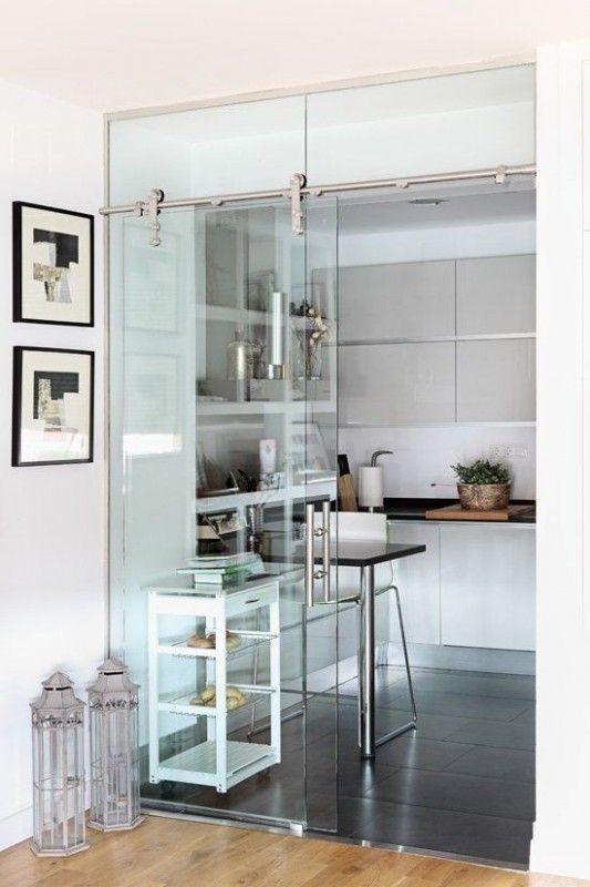 Galleria foto come suddividere il soggiorno dalla cucina for Mobili per la sala