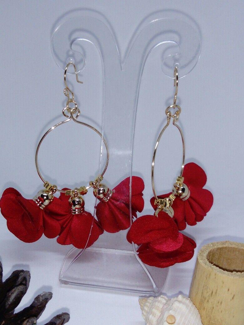 7a27d13bb4f8 Aretes artesanales con flores de tela y aros de alambre!  vettaaccesories   handmade  hechoamano mexico  aretesartesanales  mujer belleza   vettaaccesories ...
