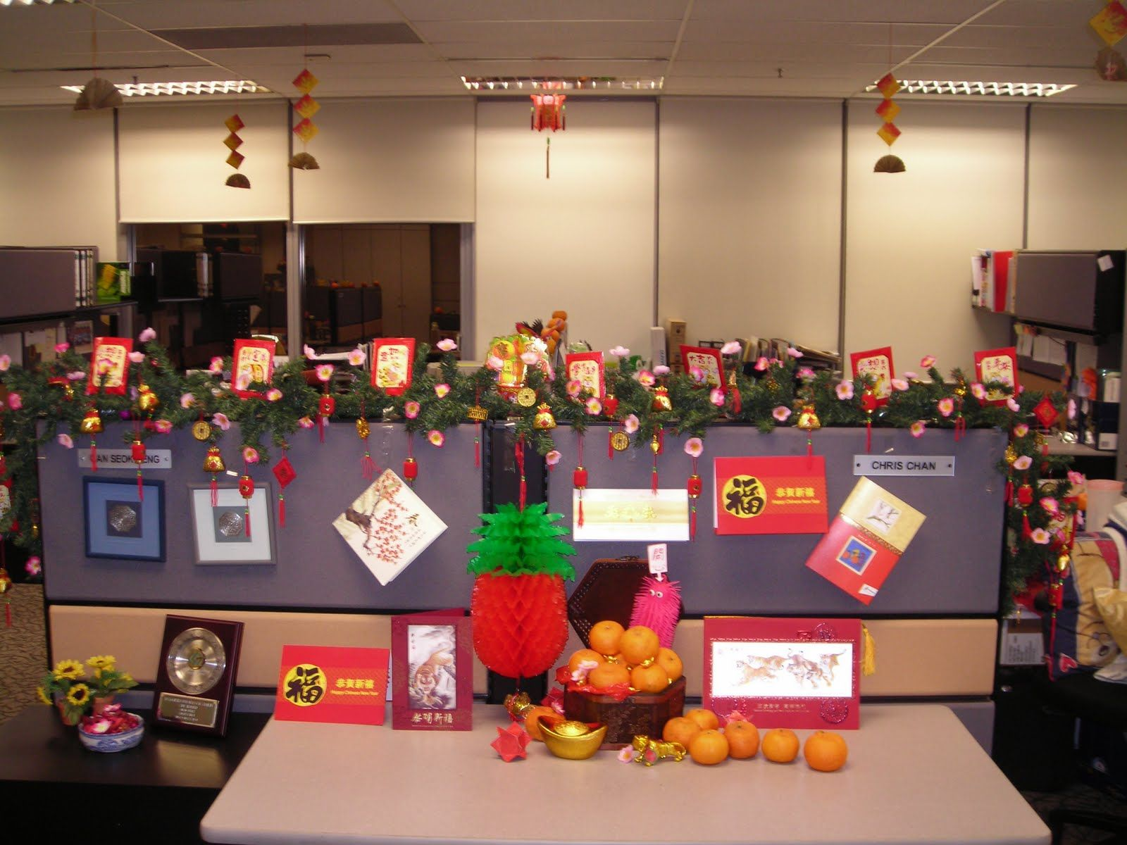Office Christmas Decorations. 13 Office Christmas Decorations ...