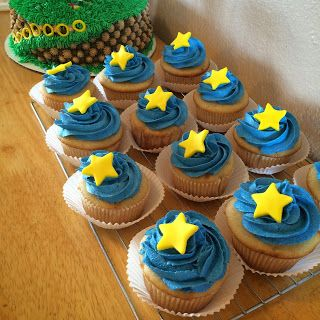Sonic The Hedgehog Birthday Cake And Cupcakes Cupcakes Sonic Birthday Cake Sonic Birthday