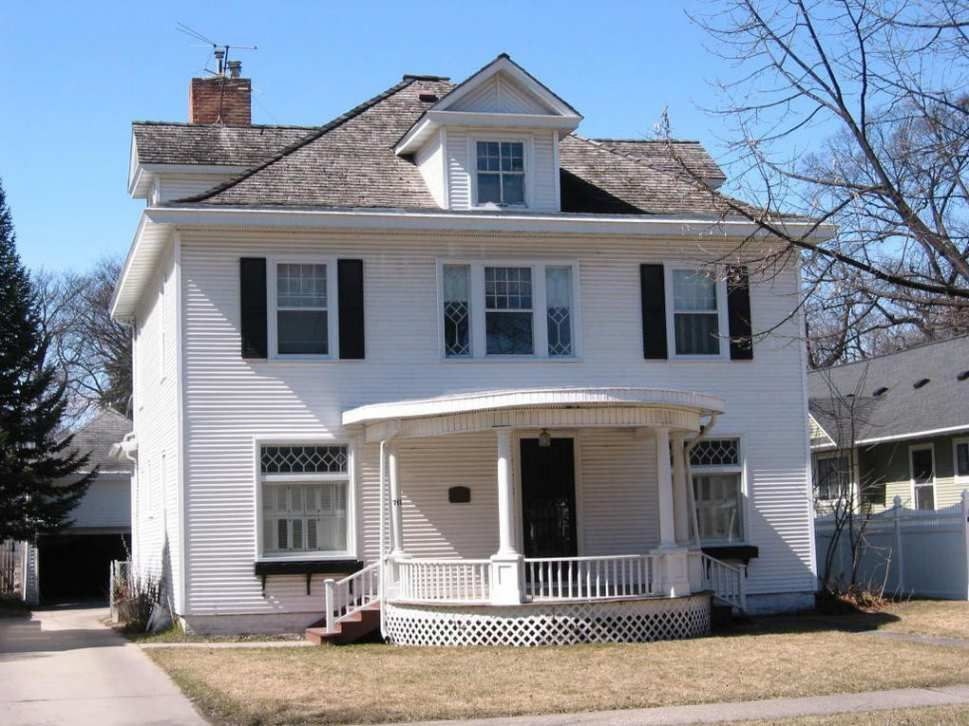 C 1900 Colonial Revival Grand Forks Nd 210 000 Old House Dreams Victorian Homes Exterior Colonial Revival Colonial Revival Architecture