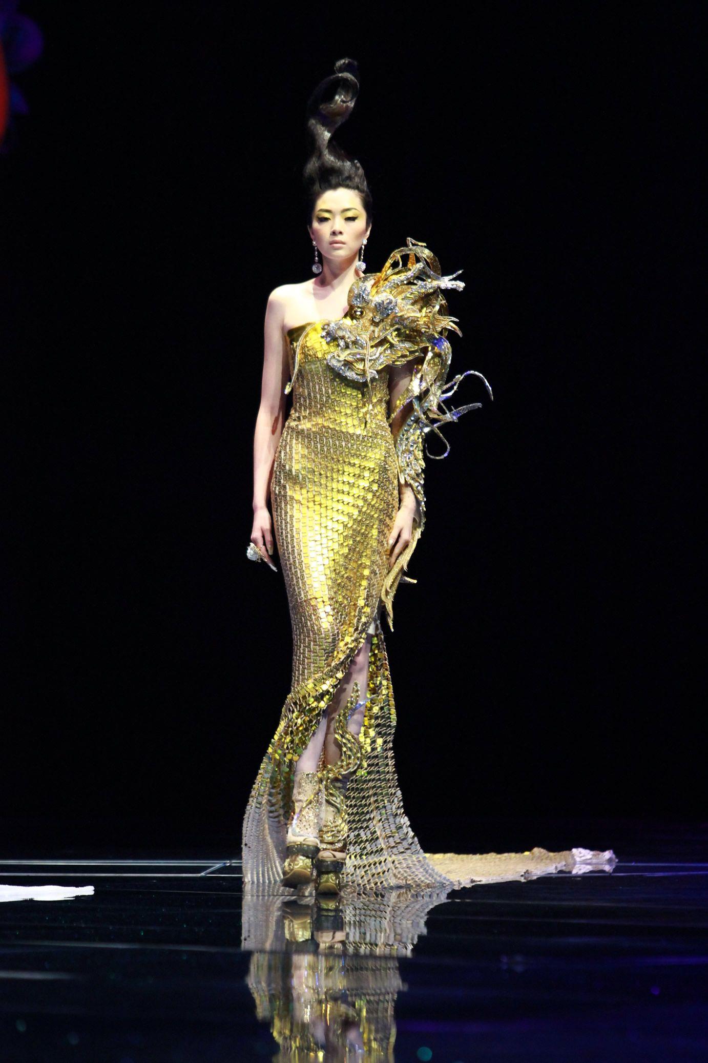 The Scene Legend Of The Dragon Rose Forma Fashion Guo Pei