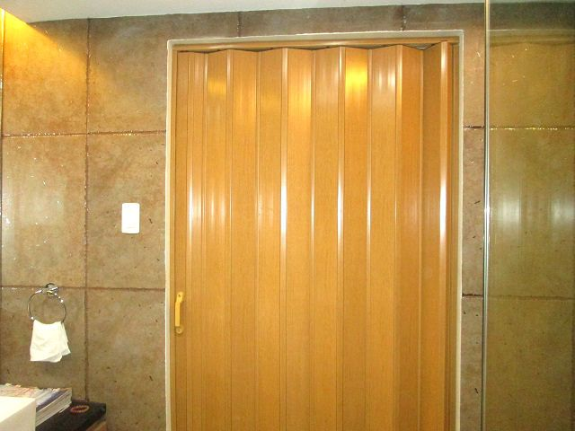 folding doors for bathroom