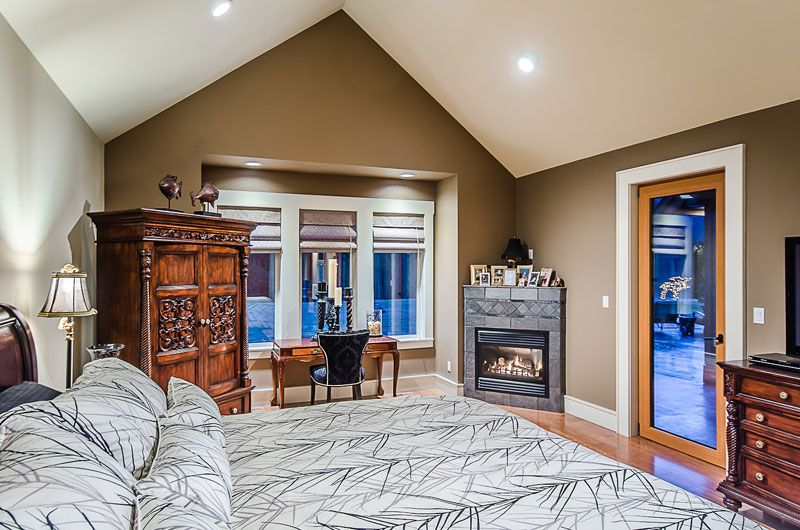 Excalibur Custom Home | Nanaimo | Ridgeview - vaulted ceiling in bedroom