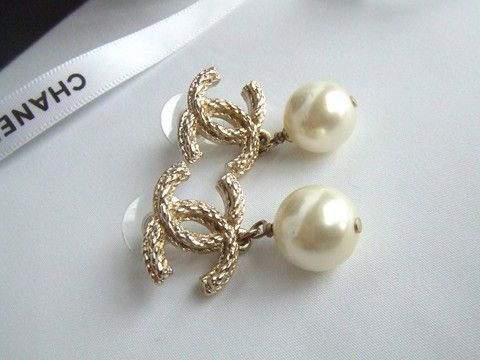 New Chanel 10a Collection Pearl Gold Drop Dangle Earrings