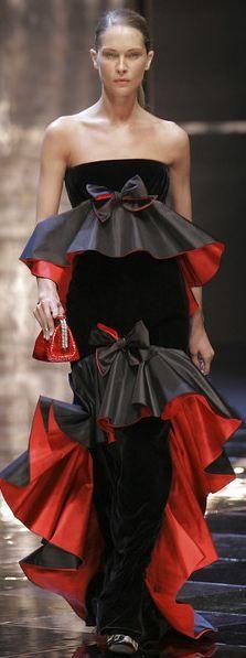 Valentino Seguici diventa nostra fan ed entrerai nel mondo fantastico del Glamour  Shoe shoes bag scarpe bags bag borse fashion chic luxury street style moda donna