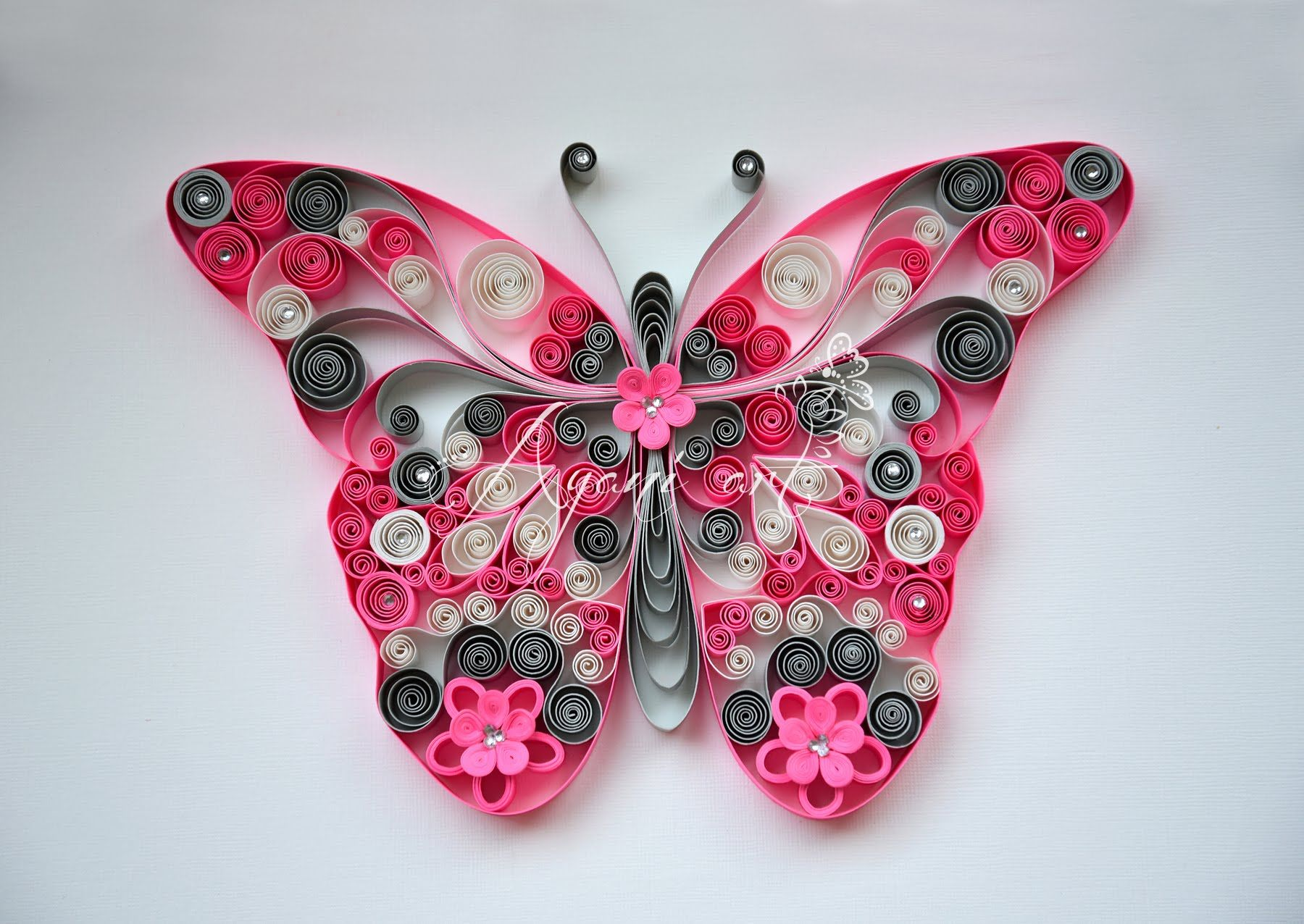 tuto papillon quilling pinterest papier papillon et tuto. Black Bedroom Furniture Sets. Home Design Ideas