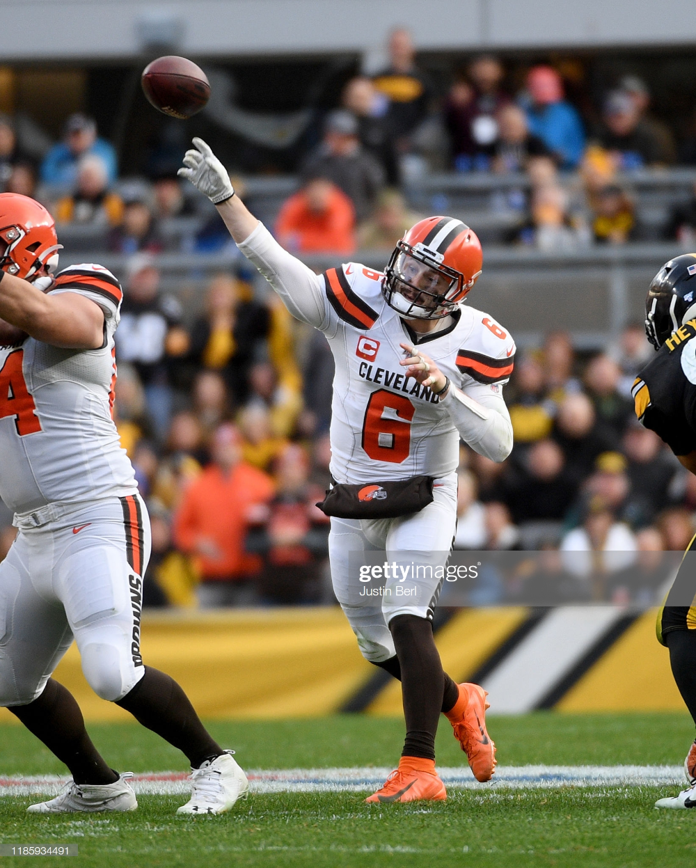 Baker Mayfield of the Cleveland Browns throws a pass in