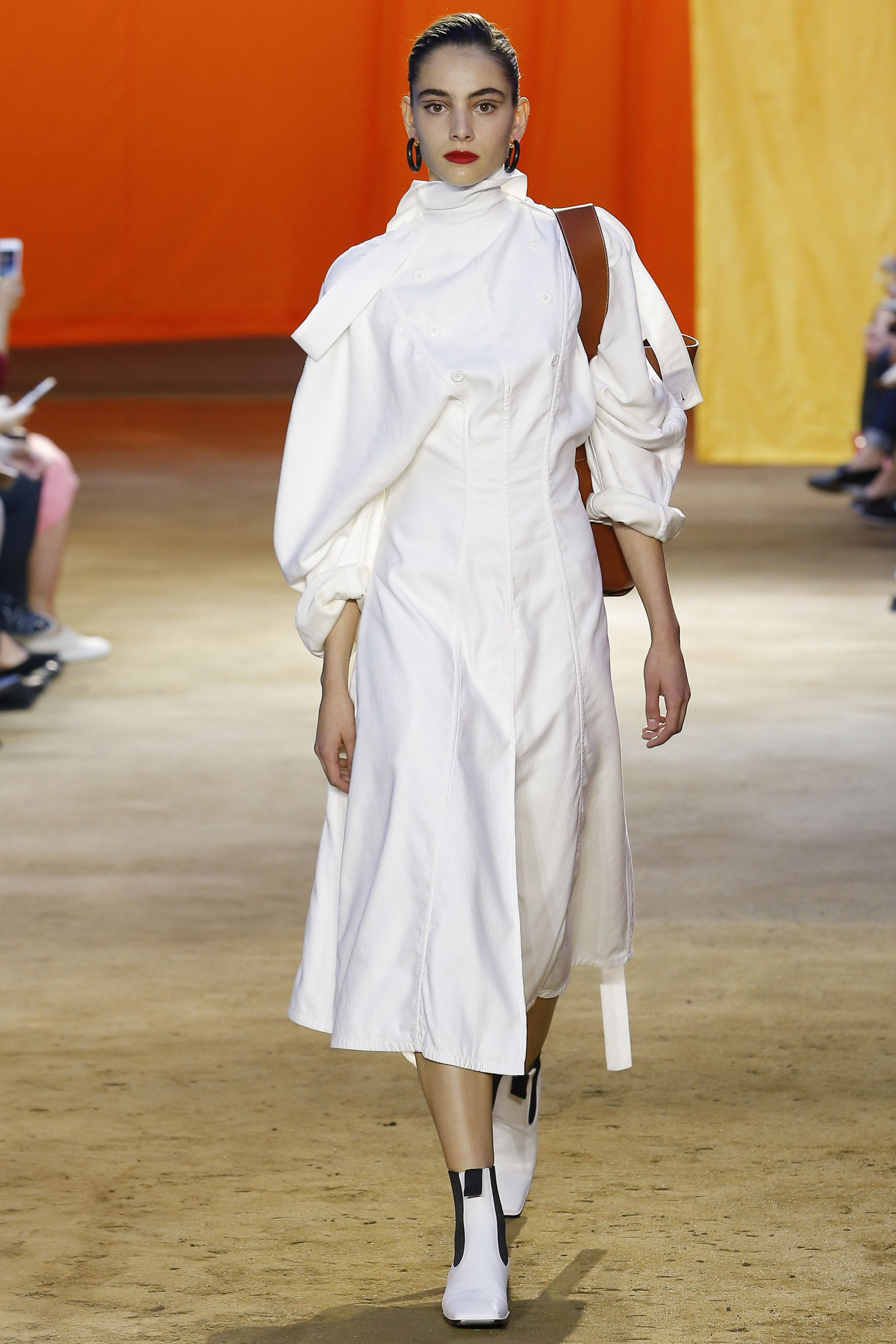 Céline Spring 2016 Ready-to-Wear Fashion Show - Romy Schonberger (Viva)