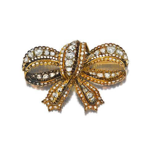 15efb6e284c AN ANTIQUE DIAMOND AND GOLD BROOCH