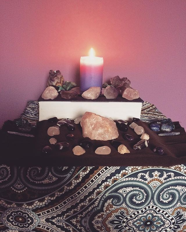 sending out soulful sunday vibes to you all 💜💕💫#sundayvibes #postivevibes #crystalhealing #crystalmagic #crystals #crystalsofig #crystallove #crystalaltar #blessings #peace #love #serenity #acceptance #balance #harmony #forthesoul