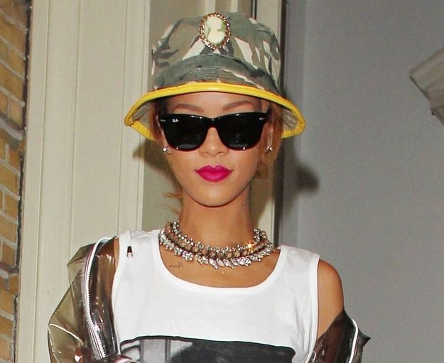 dd91eda513a67 22 Celebrities Inexplicably Wearing Bucket Hats