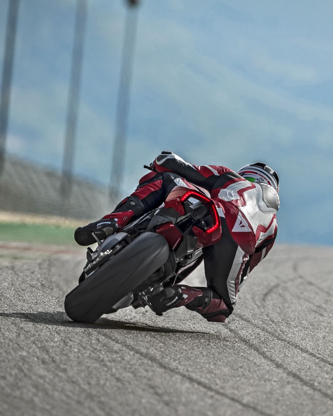 Ducati Traction Dqs Evo 2 Is Now Available Also For Panigale V4 And Panigale V4 S Derived From Ducati Motogp I In 2020 Ducati Panigale Moto Bike Racing Motorcycles