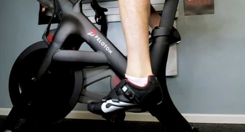 how to clip in your peloton shoes