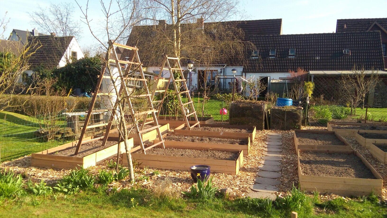 Rahmenbeete Mit Rankhilfen Fur Gurken Und Zucchini Gartengestaltung Rankhilfe Garten