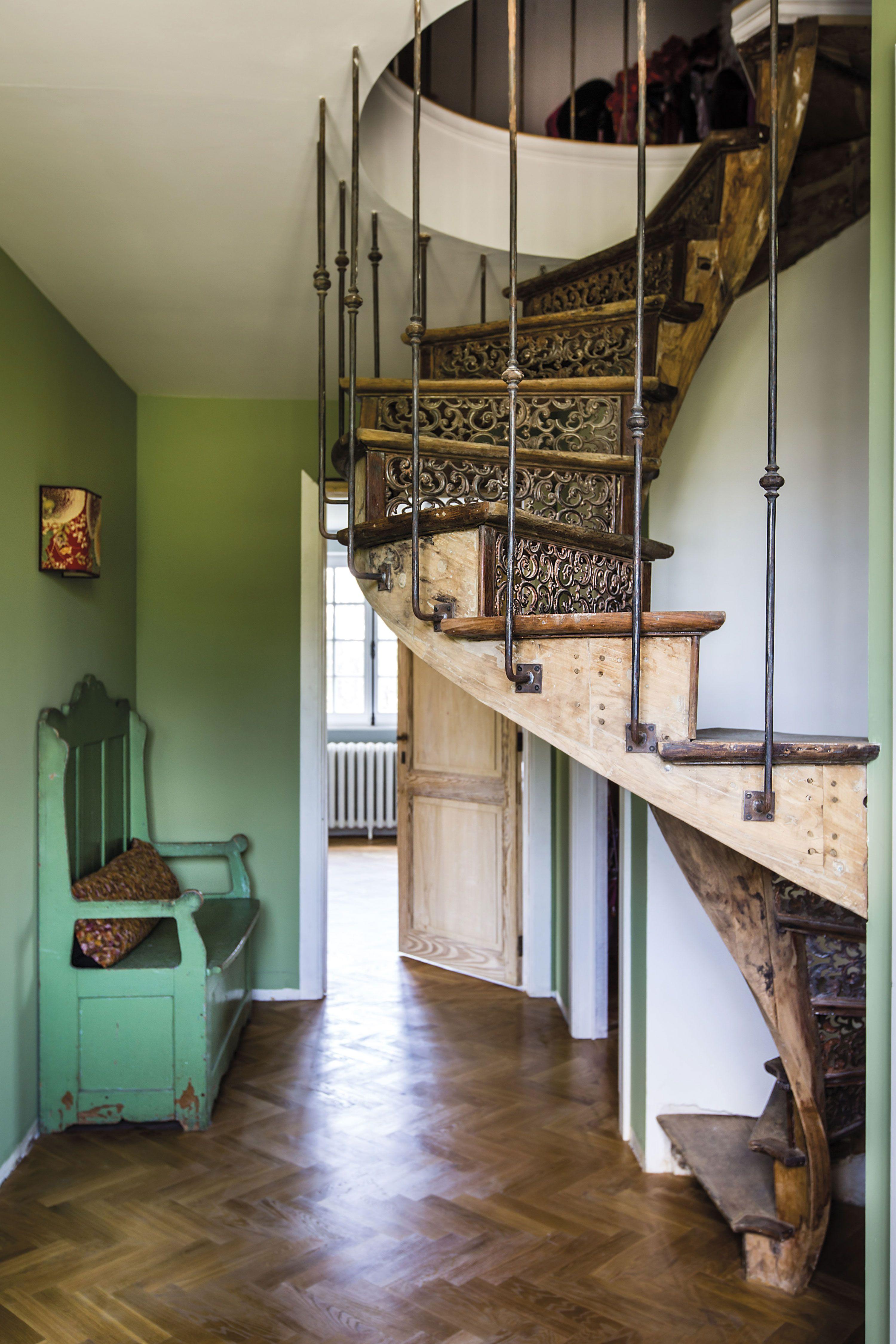 Jv N 43 C Frederic Raevens Beaux Escaliers Et Maison