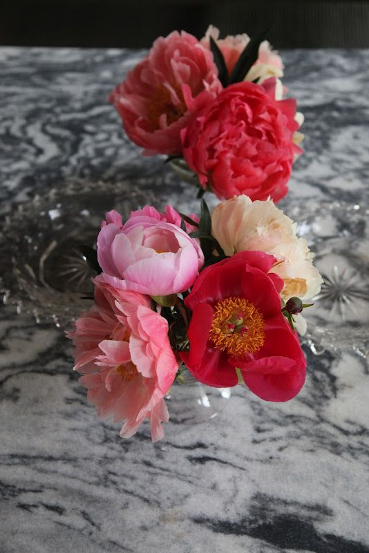 Peonies Make Dramatic Centerpieces And You Don T Need As Many