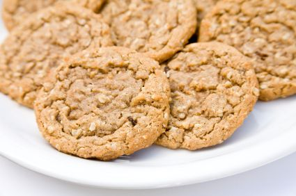 Dr Oz. Oatmeal Peanut Butter Cookies:    These delicious cookies are made with banana puree instead of sugar. Replacing half the sugar called for in your recipe with this puree adds fiber and moisture without sacrificing the sweet taste you love.