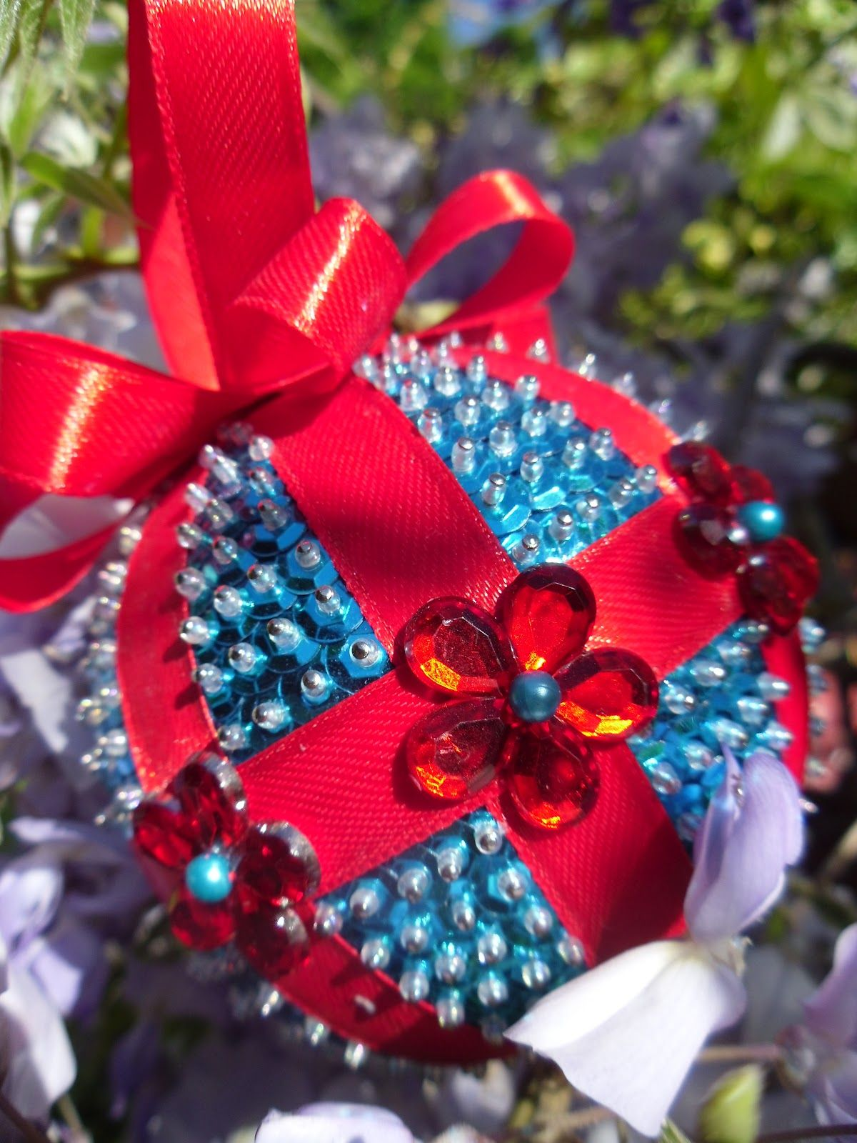 Christmas Balls Grinding Ribbon+And+Sequin+Craft+Ideasjpg (1200 1600)