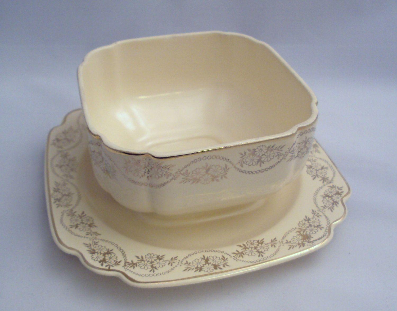 1930s gravy dish