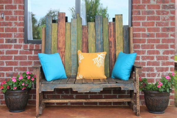Nice pallet bench. The color combinations make or break you're projects .