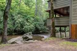 Helen Ga Cabin Rentals A River Runs Thru It Luxury Rental Home On The Chattahoochee Cabin Rentals House Rental Helen Ga Cabin Rentals