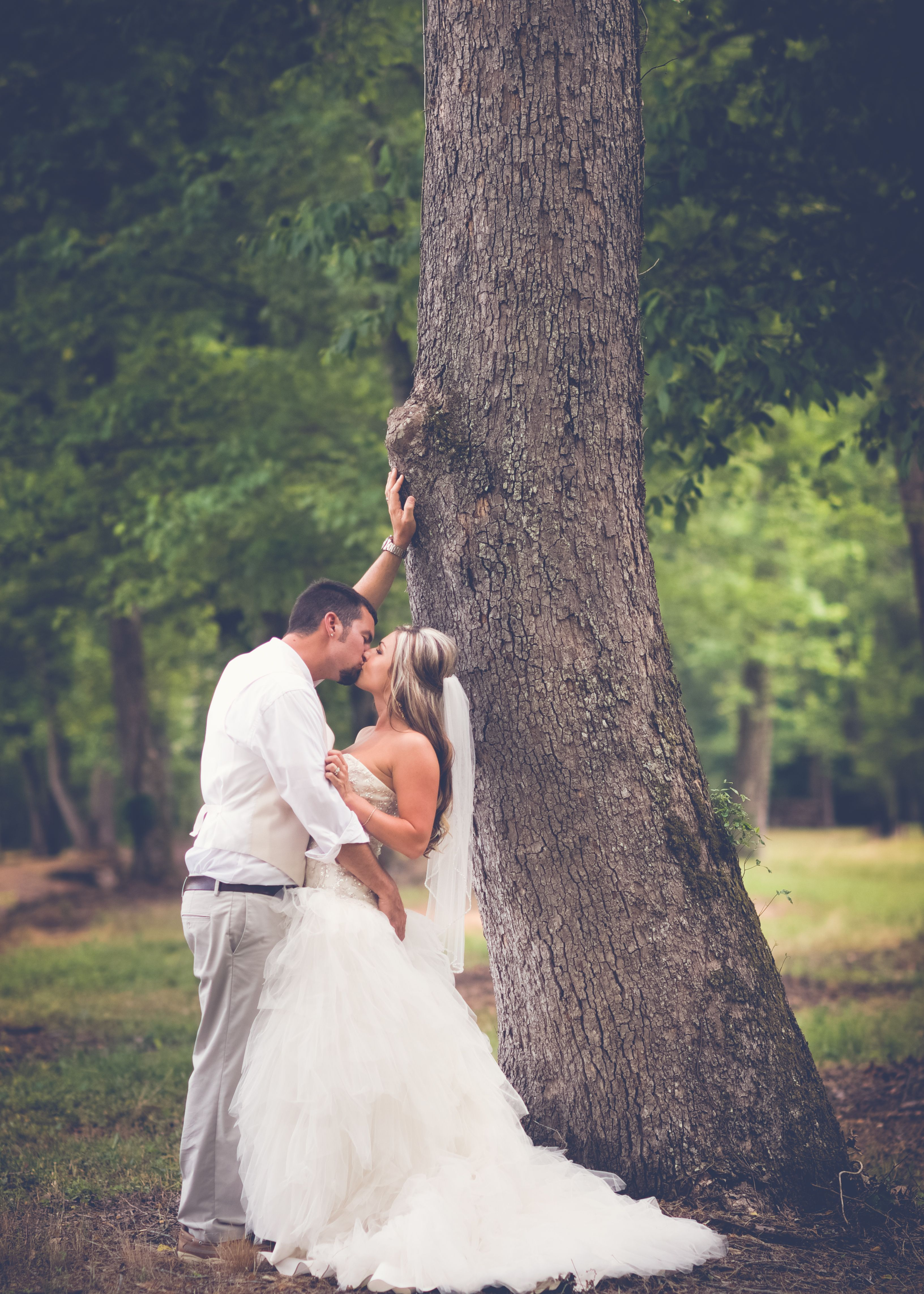 #dawsonvillega #wedding #brideandgroom #married #mrandmrs #kiss #love #springwedding #summerwedding #justinlovesrandi