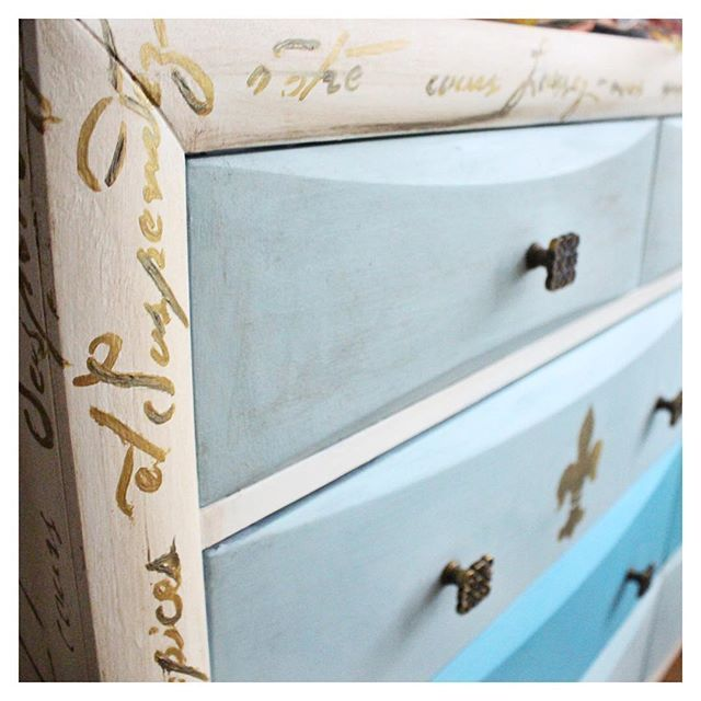 I am still absolutely smitten with my recent dresser makeover! The blue colors are so calming. 🙌