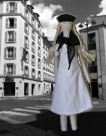Bertille en robe, châle et beret