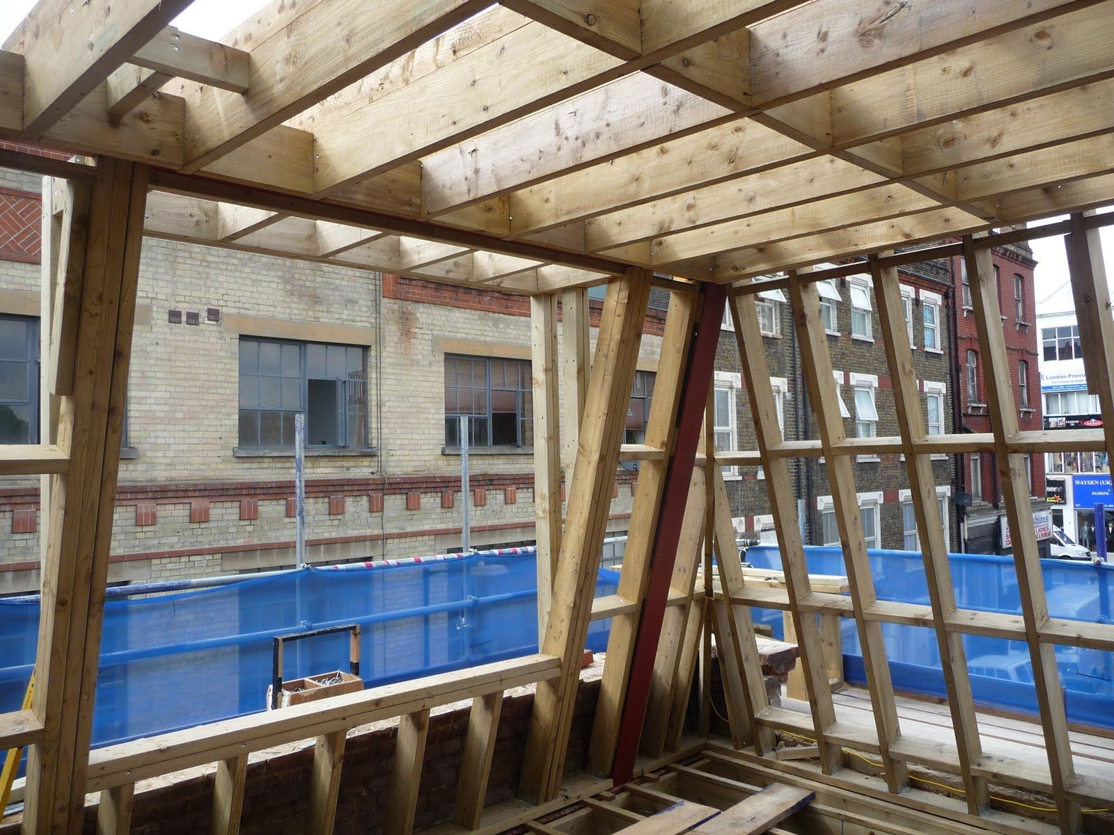 Mansard Roof How To Build And Its Advantages Disadvantages Mansard Roof Roof Design Roof Construction