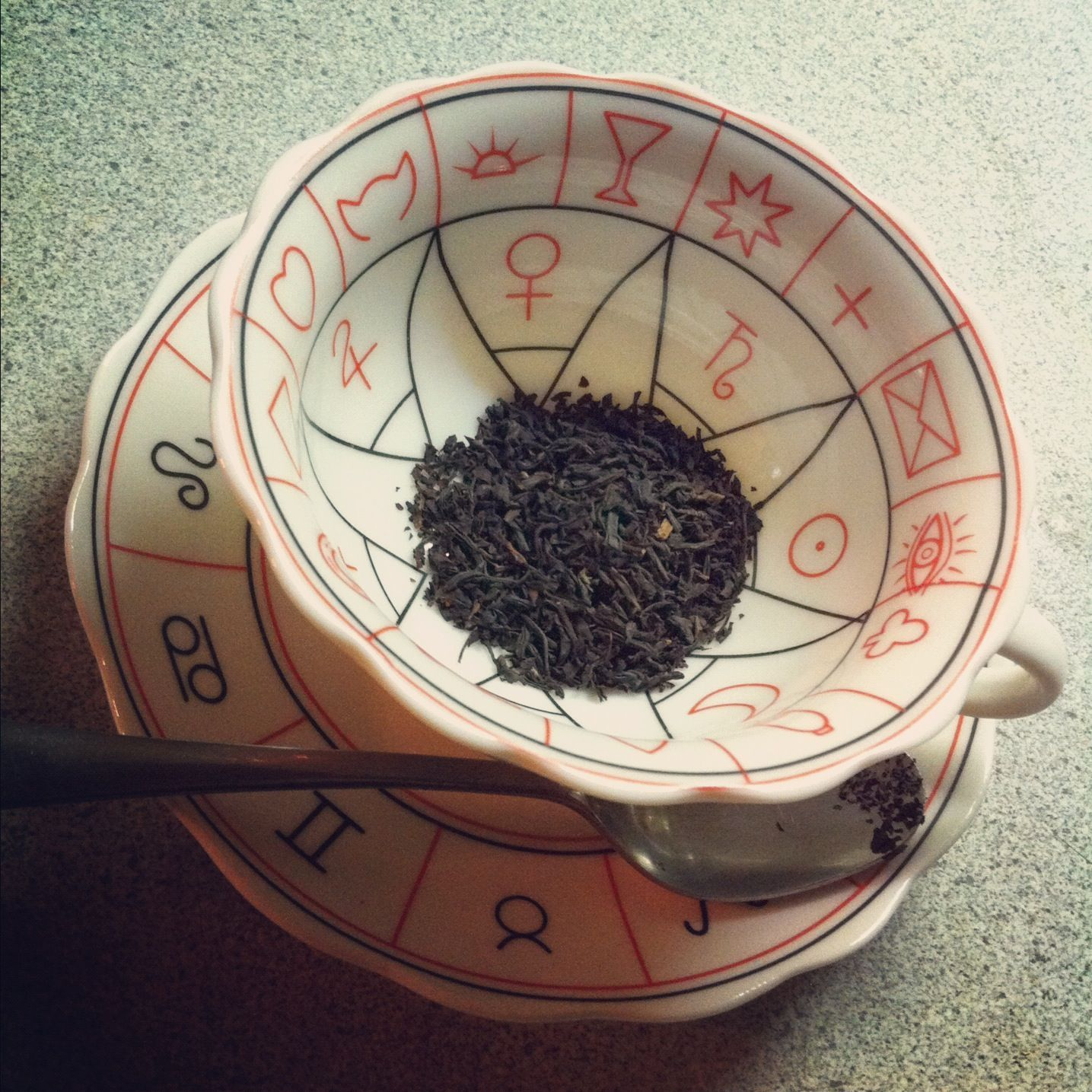 how to read tea leaves meaning