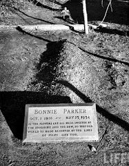 Bonnie Parker's grave when she was newly burried.