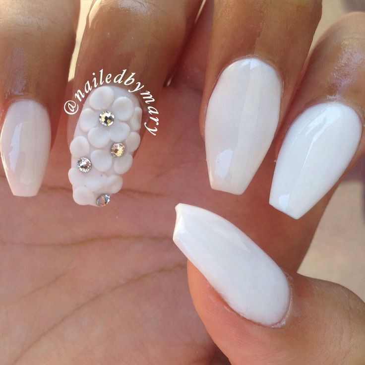 White Nail Art Flowers Coffin Acrylic Nails