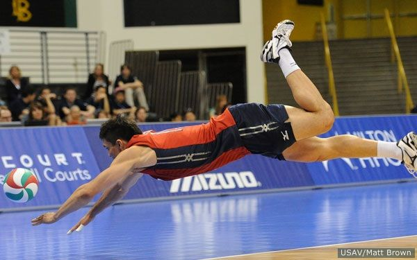 Usav S Matt Brown Captures This Amazing Photo Of David Mckienzie Usa Volleyball Usa National Team Volleyball