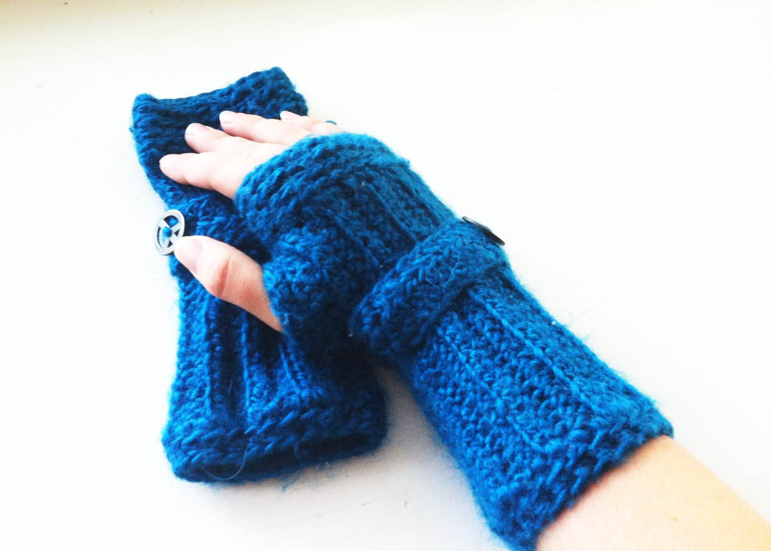 How-To Tuesday -- Fingerless Gloves free pattern