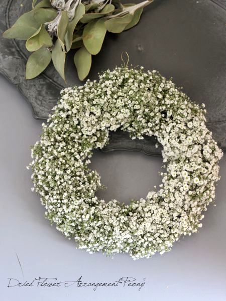 かすみ草のリース - ドライフラワーリース&アレンジ | Dried Flower Arrangement ''Peony'' ピオニー  「baby's breath(赤ちゃん or 愛しい人 の吐息)」と呼ばれる小さくて可憐な花をたっぷりと贅沢に アレンジしたフラワーリースです。 「幸福」「清らかな心」などの花言葉をもつかすみ草は、結婚式でもよく使われておりウェルカムリースにも おすすめです。