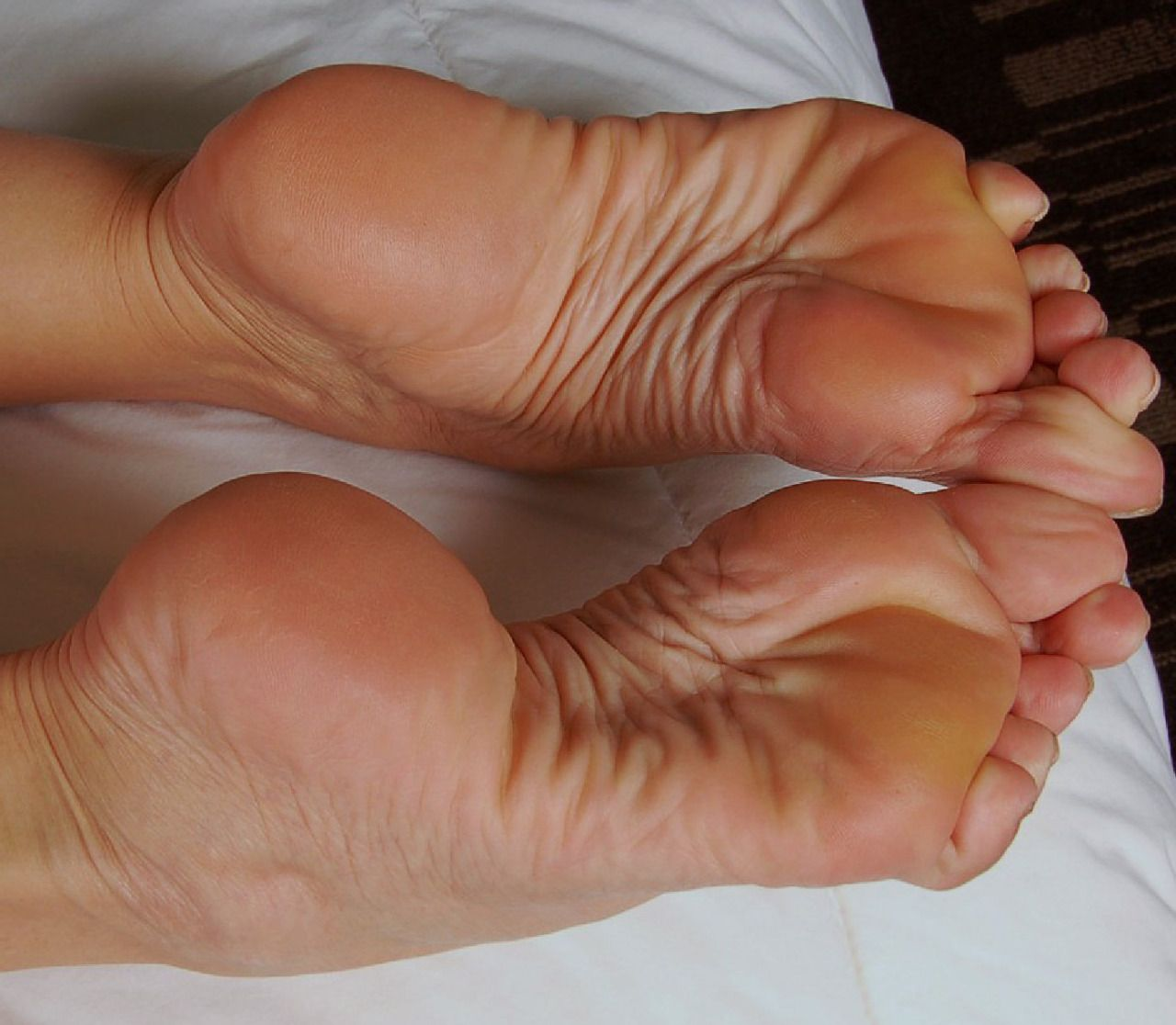 women feet worship