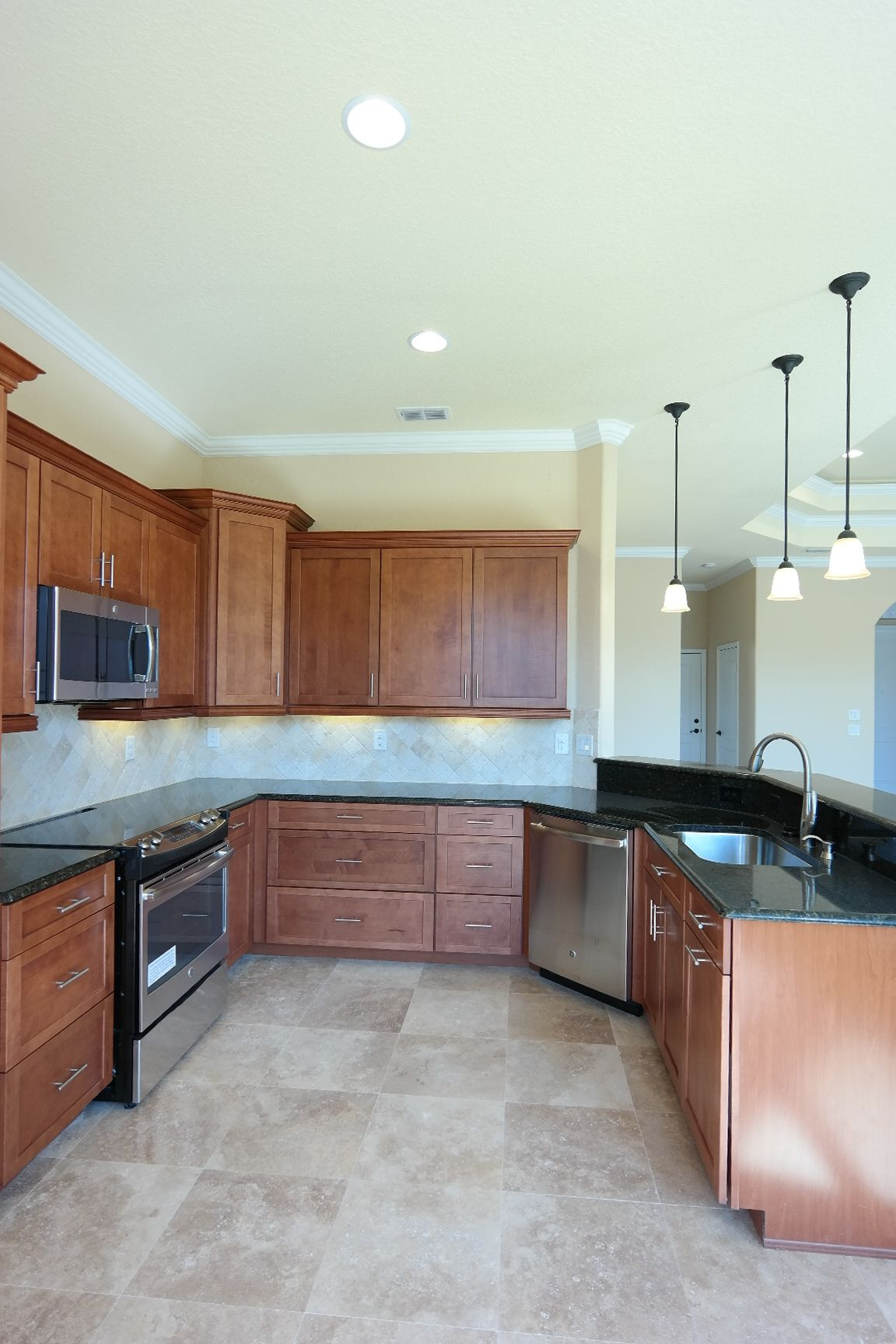 The Kitchen Has Plenty Of Storage With 36 Maple Cabinets And Large Pull Out Drawers It Also Has A Garbage Pull Out And Spong Maple Cabinets New Homes Kitchen