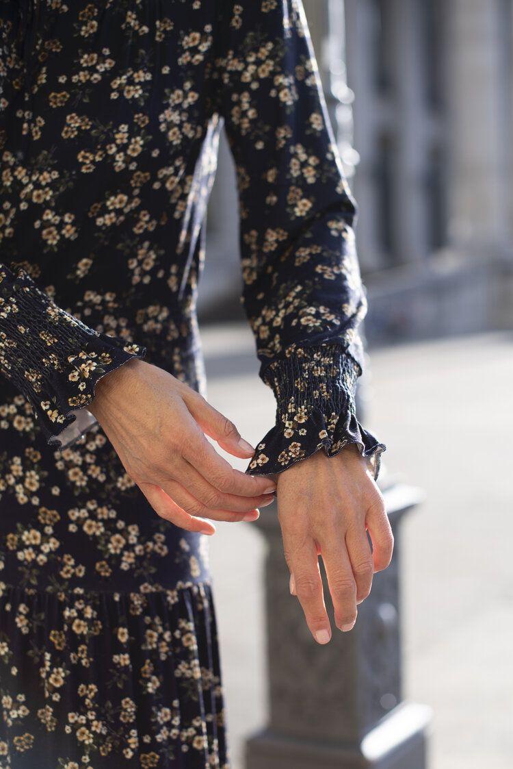 Wie stylt man ein romantisches Kleid in 9  Mode für frauen