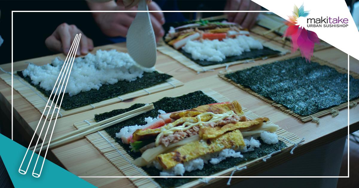 Si te quedaste con la espinita de apuntarte al curso de sushi que hicimos hace un par de semanas estás de enhorabuena, ¡repetimos la experiencia en Menorca y en el municipio madrileño de Villaviciosa de Odón!    En nuestro taller de iniciación al sushi podrás aprender cómo se elabora el arroz y cómo se hacen