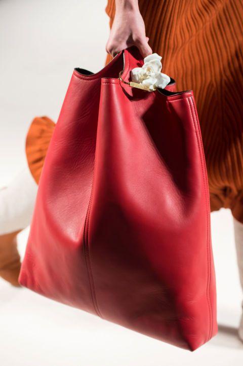 15 сумок с Недели моды в Нью-Йорке 13   аксессуары   Pinterest   Недели моды,  Аксессуары и Сумки a3ed78254fa