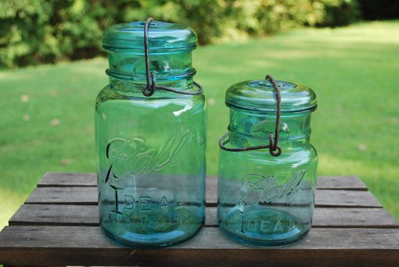 He encontrado este interesante anuncio de Etsy en https://www.etsy.com/es/listing/104457764/set-of-two-blue-mason-wire-side-canning