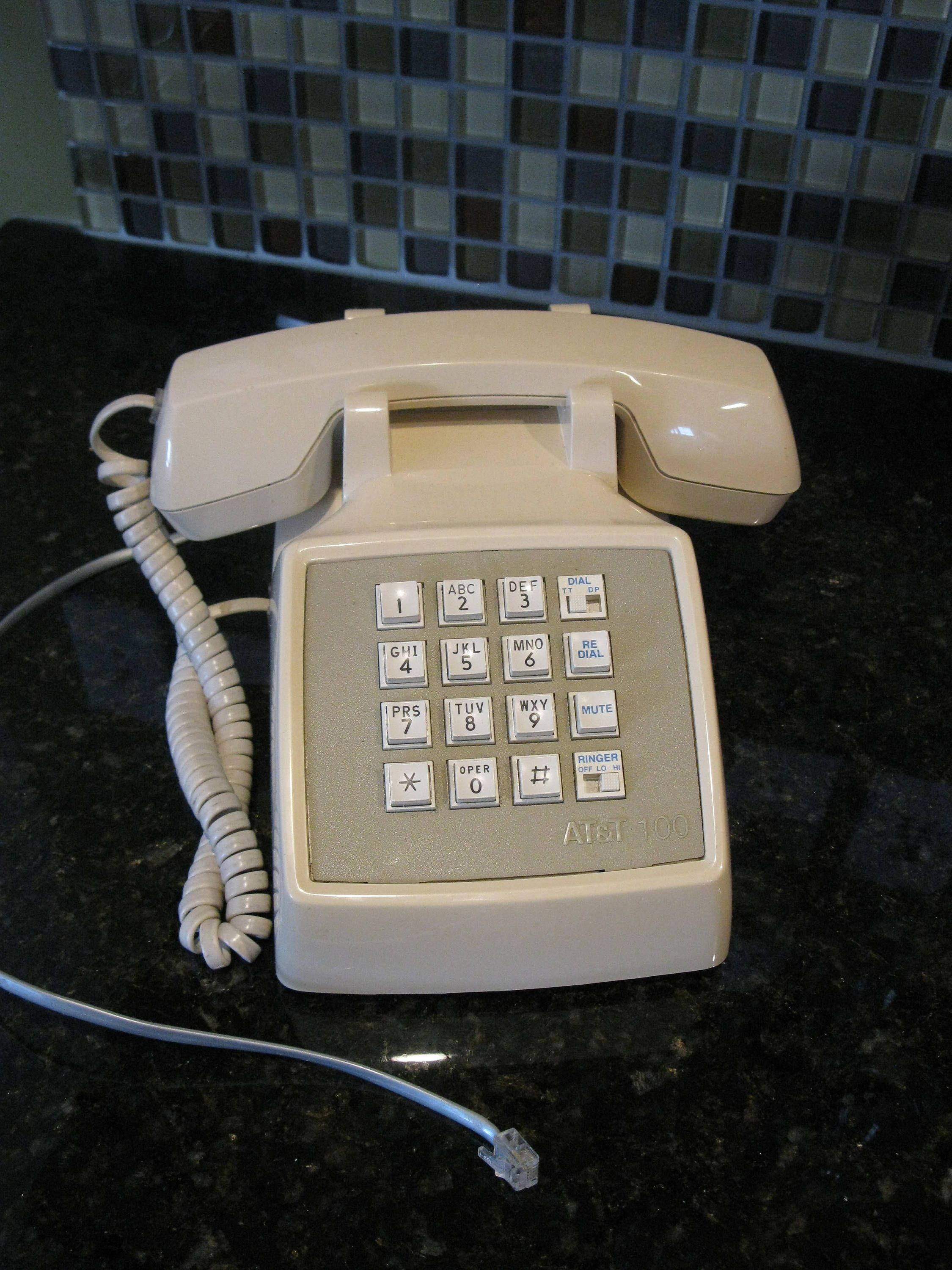 Vintage BEIGE desk phone -1980s -working condition- AT&T 100 -push
