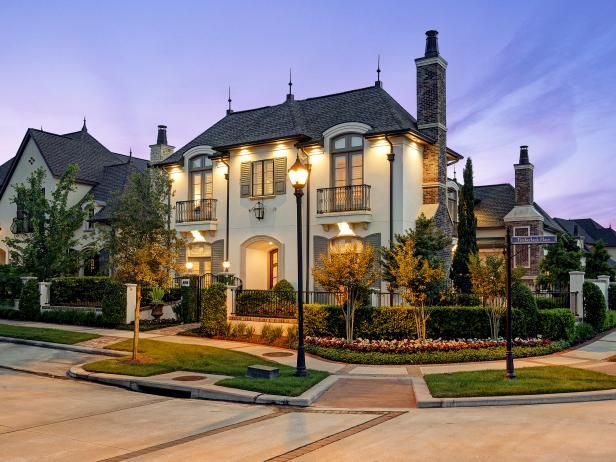 Tour A Magnificent Corner Home In The Woodlands Texas