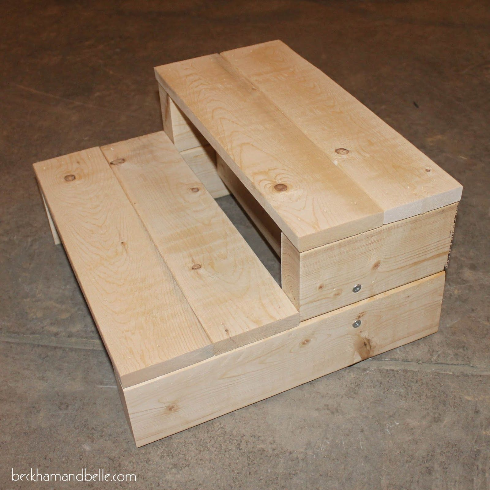 Super Simple Kid S Diy 2x4 Wood Step Stool Woodworking Projects