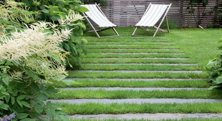 Comment Choisir Des Allees En Traverse Dans Son Jardin Bois Pierre Schiste Ou Reconstituee Amenagement Jardin Jardins Traverses Jardin