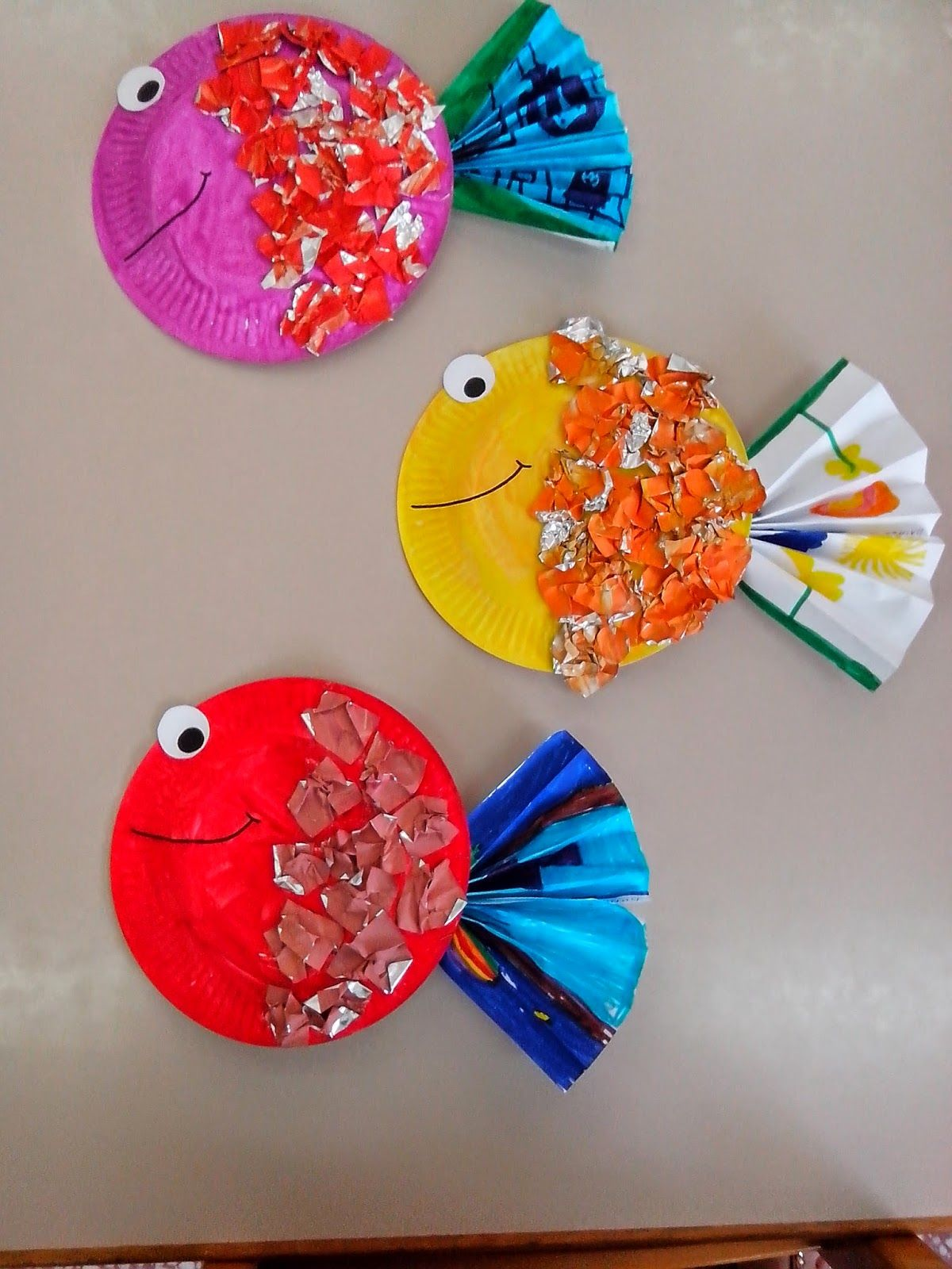 These adorable tropical fish start with painted paper plates and pieces of aluminum foil. Each fish is one-of-a-kind & Tropical fish craft - The scales are made from painted and crumpled ...